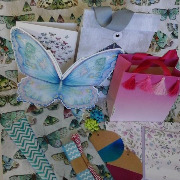 deluxe subscription box cards and gift wrap subscription
